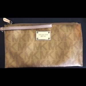 Michael Kors Large Wristlet (Gold Metallic)